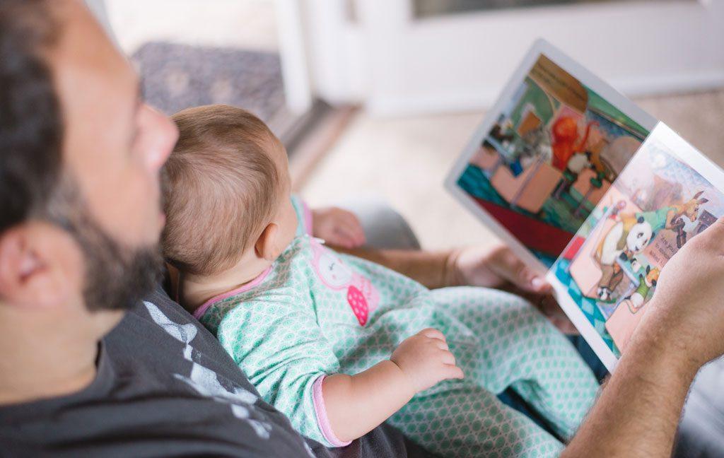 آشنایی با ۵ راهکار برای لذتبخش کردن کتابخوانی برای کودک
