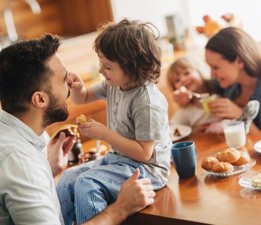 غذا خوردن کودک
