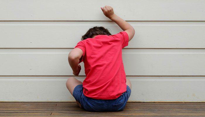 علائم اولیه اوتیسم در کودکان با سنین ۲ سال و بالاتر