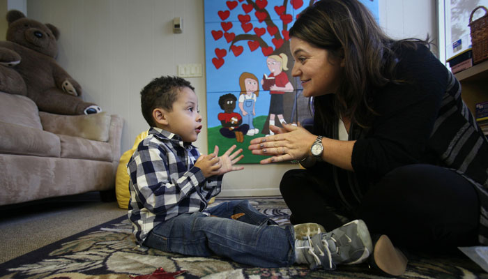 علائم اولیه اوتیسم در کودکان ۱۲ تا ۲۴ ماهه