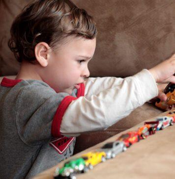 علائم اولیه اوتیسم از نوزادی تا ۳ سالگی