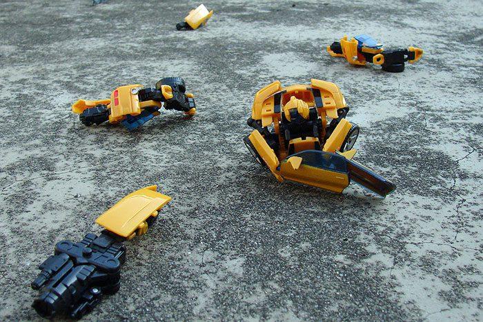 اسباب بازی های شکسته شده