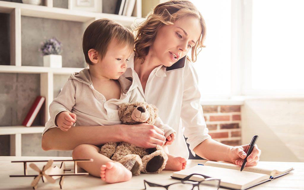 مادر شاغل یا خانه دار