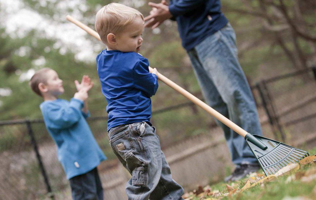 کودکان از چه سنی می توانند کار با ابزار و تجهیزات را شروع کنند؟