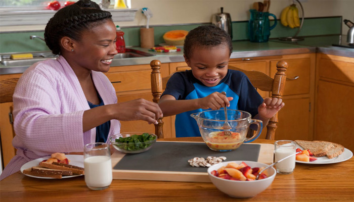 تشویق کودکان به غذا خوردن