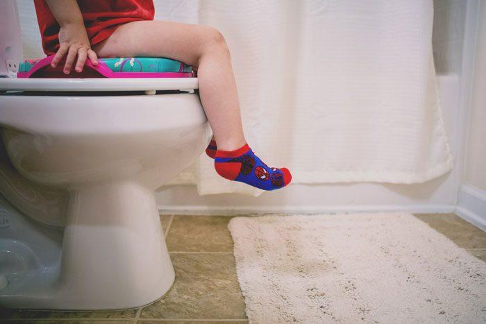 مدفوع کردن کودک - توالت