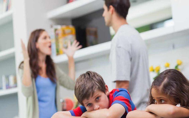 والدین اقتدارگرا و فرزندان