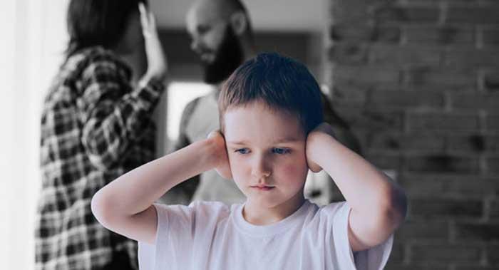 نشانه های ترس از خشونت در کودکان