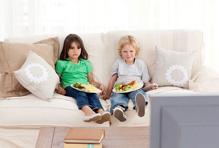 غذا خوردن جلوی تلویزیون