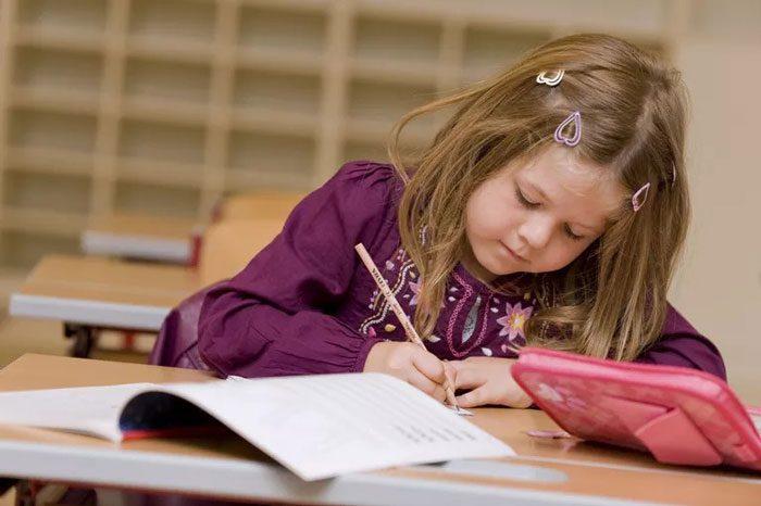 علائم ناتوانیهای یادگیری میتوانند در دوران مدرسه مشاهده شوند