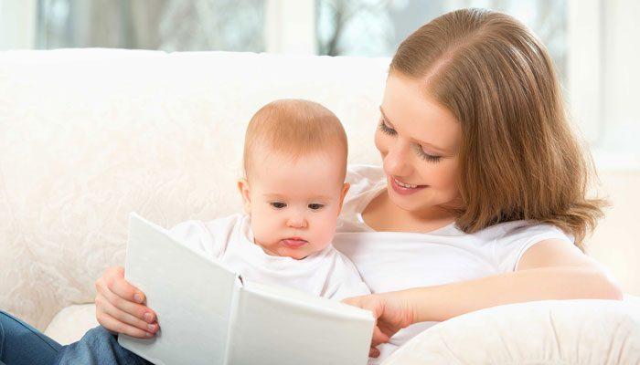 کتاب خواندن برای کودک از زمان تولد تا ۱۲ ماهگی