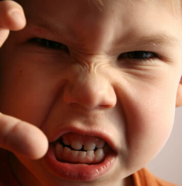 کتک خوردن والدین از کودک