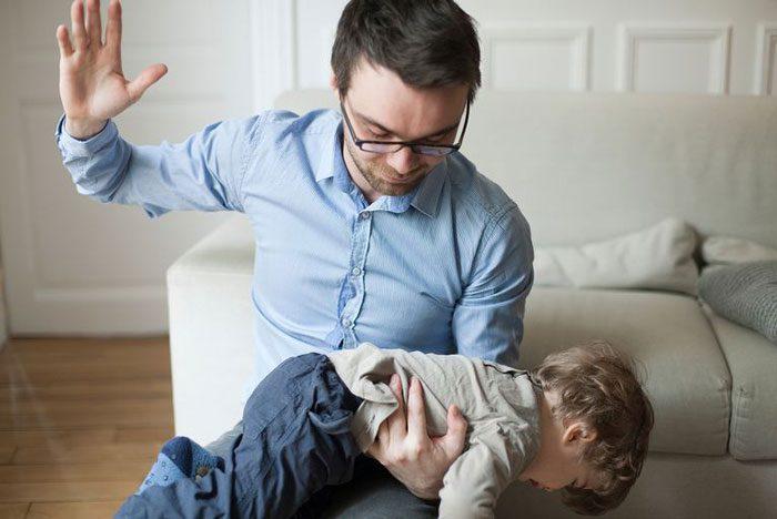 کتک زدن والدین