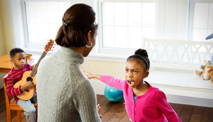چگونه لوس کردن کودکان میتواند به کودک شما آسیب برساند؟