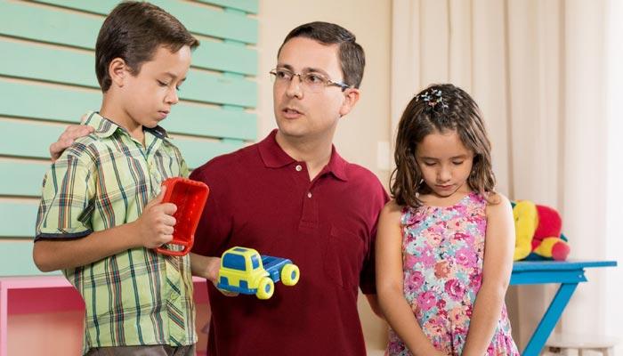 چگونه کودک خود را لوس نکنیم یا این کار را متوقف کنیم؟