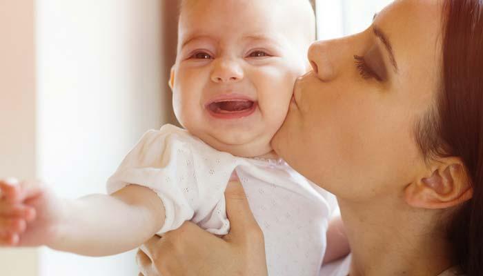 ۷ راهکار جهت آرام کردن کودکان هنگام گریه