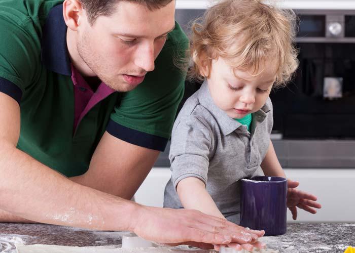 پدران در تربیت کودک نقش ویژهای دارند