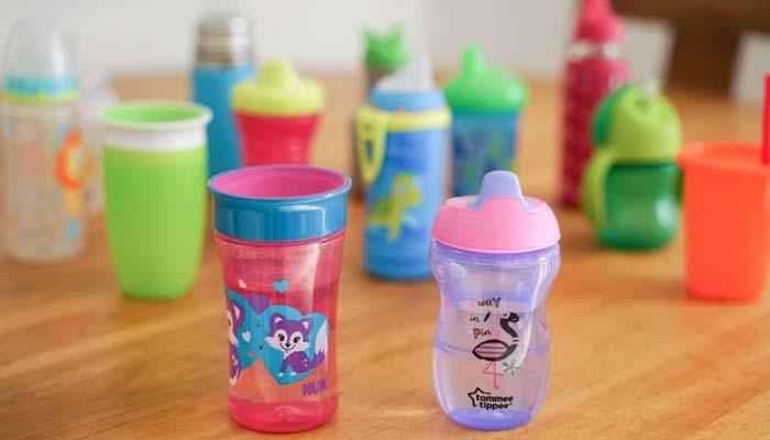 آب دادن به نوزاد بهتر است چگونه و با چه ظرفی باشد