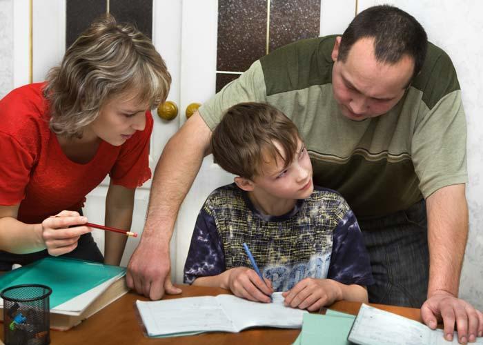 نشانههای هشدار دهنده رفتاری والدین هلیکوپتری