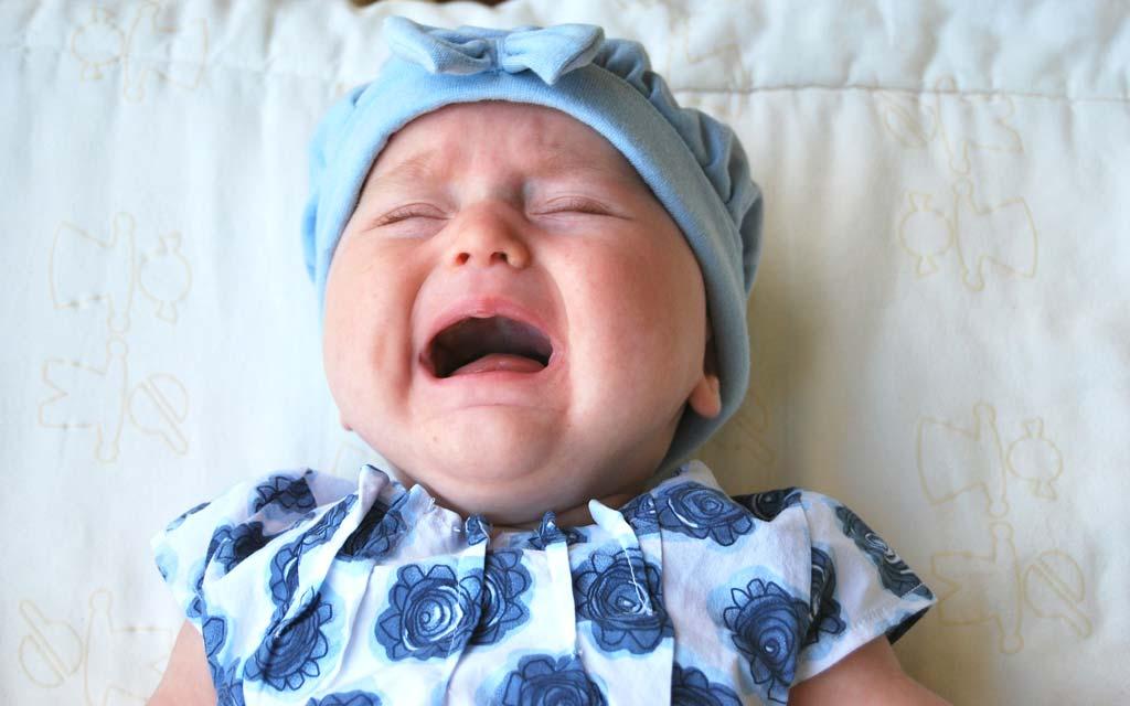 گریه کردن کودک چه فواید و دلایلی دارد و چگونه می توان کودک را آرام کرد؟