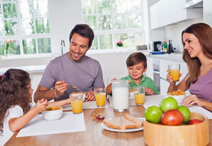 تشویق ارتباط باز و صمیمانه در خانواده
