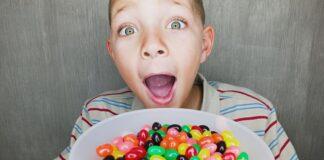 کودک و عادت خوردن تنقلات شیرین