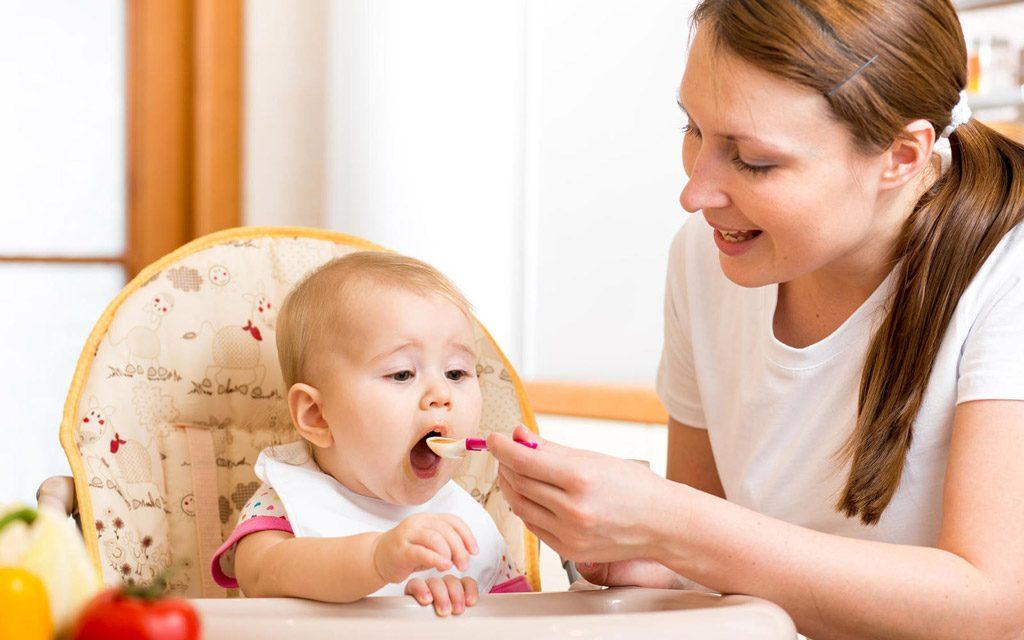تغییرغذای کودک از شیر مادر به غذاهای اولیه