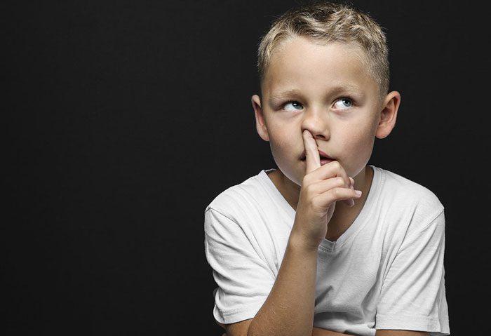 ترک عادت انگشت کردن در بینی در کودکان