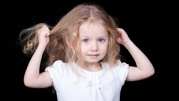 کندن موها - عادت بد کودکان
