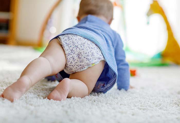 علت چهار دست و پا رفتن برعکس نوزاد