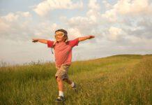 ۱۰ نکته موثر برای تربیت کودک مستقل
