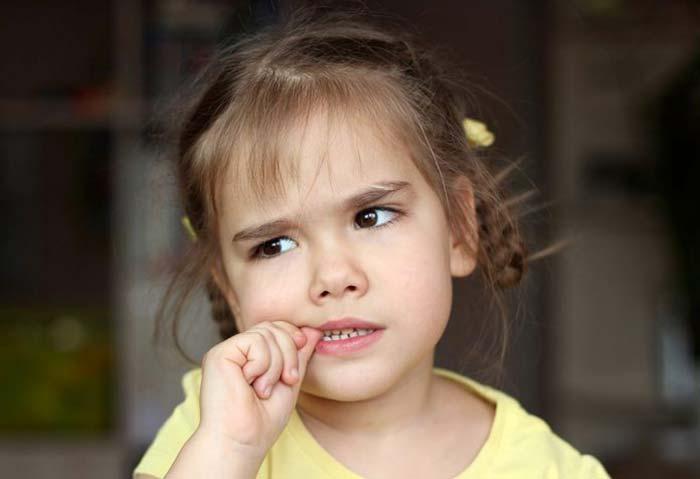 ناخن جویدن - عادت بد کودکان