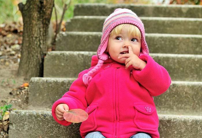 انگشت در بینی کردن - عادت بد کودکان