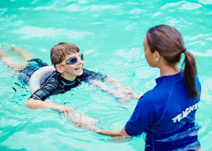 آموزش شنا به کودکان اوتیسم