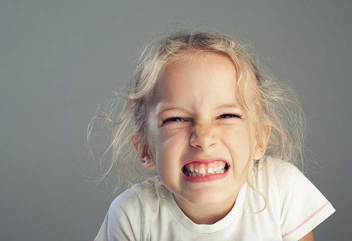 ساییدن دندانها به هم یا دندان قروچه