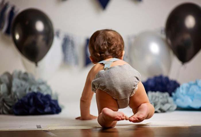 چهار دست و پا رفتن برعکس نوزاد عادی است؟