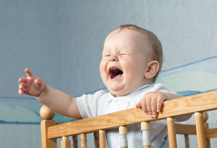 در زمان مناسب به گریه نوزاد واکنش نشان دهید