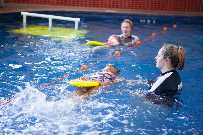 راهنمای آموزش شنا به کودک