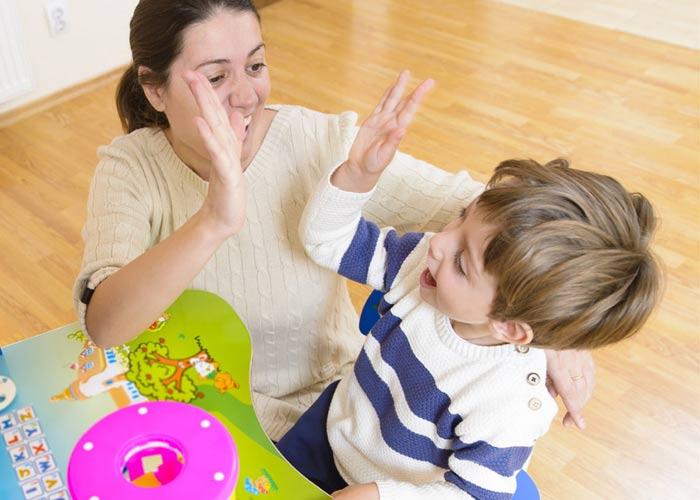 تشویق کودک برای افزایش اعتماد به نفس