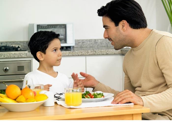 گوش دادن به حرف های کودک