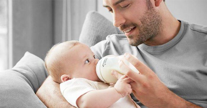 تغذیه کودک با شیشه شیر