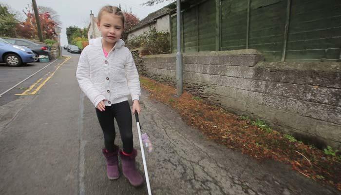 راه رفتن کودک نابینا