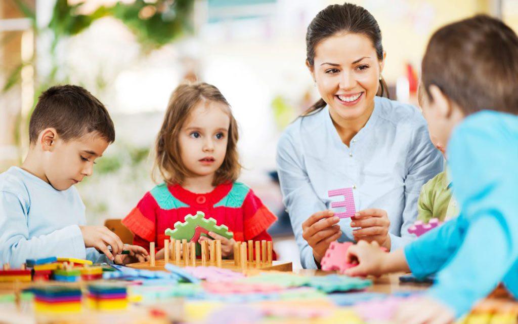 مراکز مراقبت خانوادگی در خانه ای دیگر