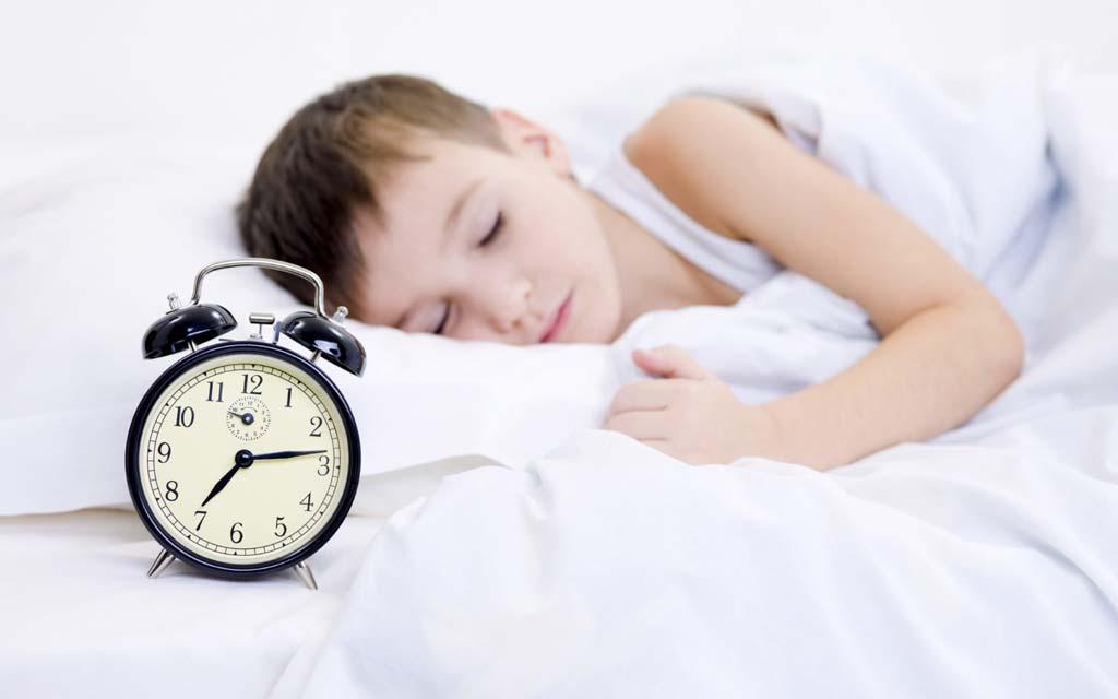 میزان خواب در سنین مختلف کودکی تا ۱۸ سالگی چند ساعت است