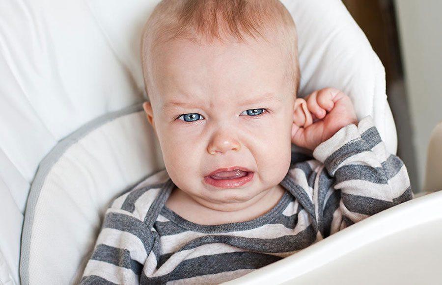 زبان بدن کودک: گرفتن گوشها