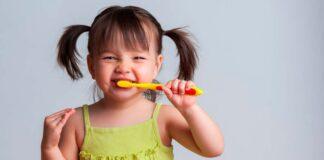 ۱۰ روش سرگرمکننده برای تشویق کودکان به مسواک زدن