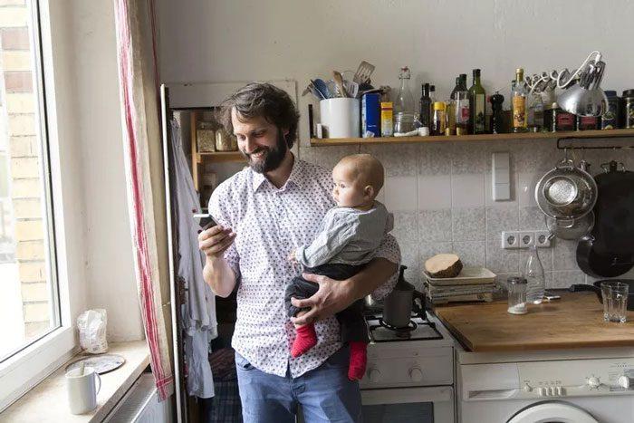 بغل کردن نوزاد از چپ