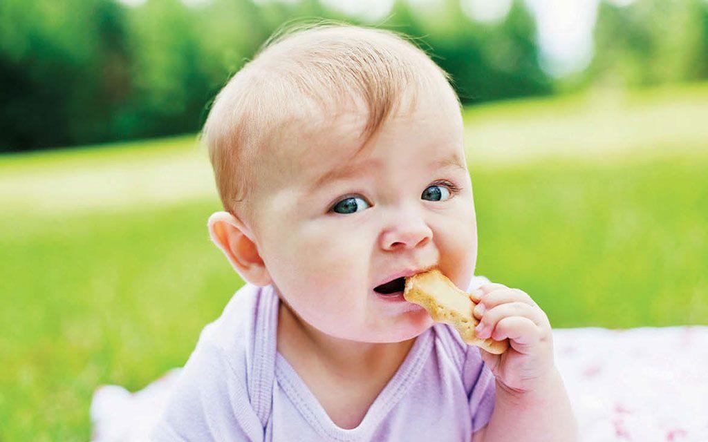 تنهایی غذا خوردن کودکان