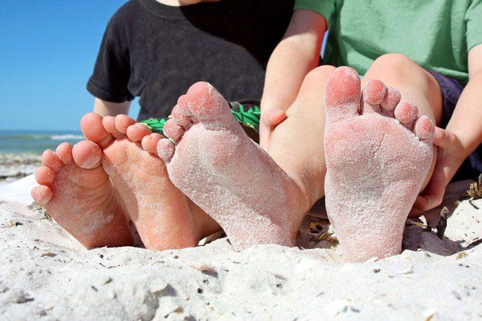 خطرات کفش نپوشیدن برای کودک