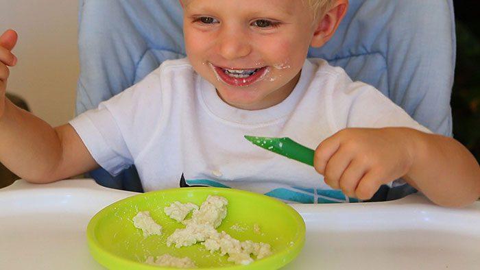 پنیر دادن به کودک